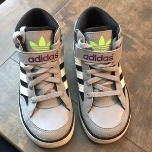 Adidas high top kids sz- 10